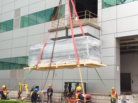 大型打印机设备如何用木托盘打包吊装搬运